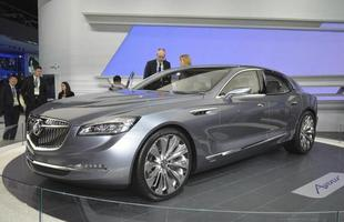 Buick Avenir Concept: O protótipo deverá ser topo de linha entre os sedãs de luxo da marca nos Estados Unidos. Embora a motorização não tenha sido divulgada, sabe-se que será um motor V6 com injeção direta, sistema de desativação dos cilindros e start-stop, além de tração integral e transmissão automática de nove marchas.