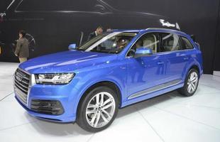 Audi Q7: Além do requinte no desenho, especialmente interno, e de 325 kg a menos, destaca-se a variada gama de motores desenvolvida pela Audi, como o  3.0 TFSI de 333 cv e 44,8 kgfm ou o 3.0 TDI de 271 cv e 61,1 kgfm. Há ainda uma versão híbrida, com autonomia de 56 km e 0 a 100 km/h em 6s.