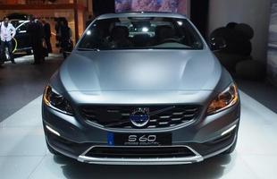 Volvo S60 Cross Country: A grande mudança da versão aventureira é o ganho de 6,5 cm de altura, dando mais estabilidade e conforto. O motor T5 é um 2.0 turbo de quatro cilindros com injeção direta que oferece 245 cv. Já o D4 entrega entre 115 cv e 190 cv.