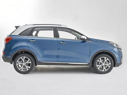 SUV foi concebido a partir do Hyundai ix25 e do protótipo KX3, do qual a novidade herdou novos faróis de neblina na dianteira e disposição diferente das saídas de escapamento