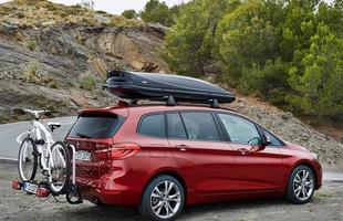 Com 4,55 metros de comprimento, o carro comporta de 645 a 805 litros no porta-malas,ou 1.905 litros, caso os bancos traseiros sejam rebatidos