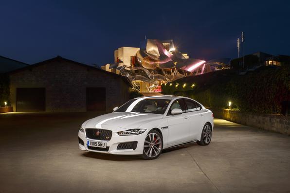 Confira o Jaguar XE na Espanha
