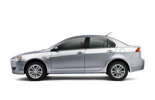 Modelo apresenta um novo design no para-choque dianteiro e molduras cromadas nas grades superior e inferior