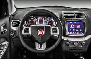 A partida do motor é sem chaves e a abertura do carro é feita apenas com a aproximação do telecomando