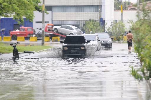 Ao dirigir na chuva tome muito cuidado e seja o mais prudente possível (Alcione Ferreira/DP/D.A Press)