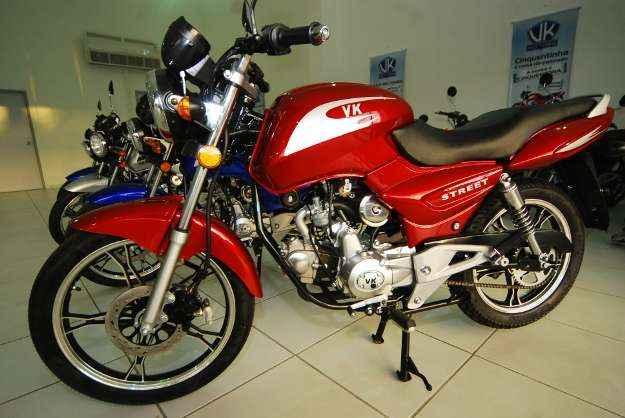 Moto vem com rodas de liga leve, freio a disco e partida elétrica (ROBERTO RAMOS/DP/D.A PRESS )