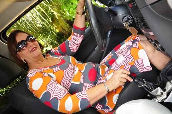 Gra�a Buarque prefere sentir o motor, por isso usa c�mbio manual (Arthur de Souza Esp/DP/D.A Press)