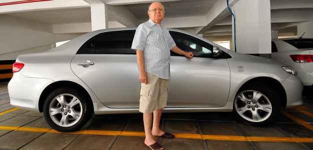 Gildo Lins se apaixonou pela praticidade e conforto do carro autom�tico (Julio Jacobina/DP/D.A Press)