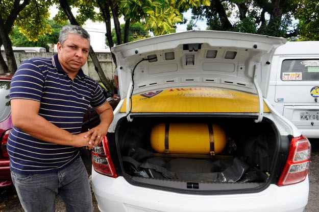 Welligton roda cerca de 400 km por dia, por isso ele optou pelo GNV (Julio Jacobina/ DP/ D.A Press)
