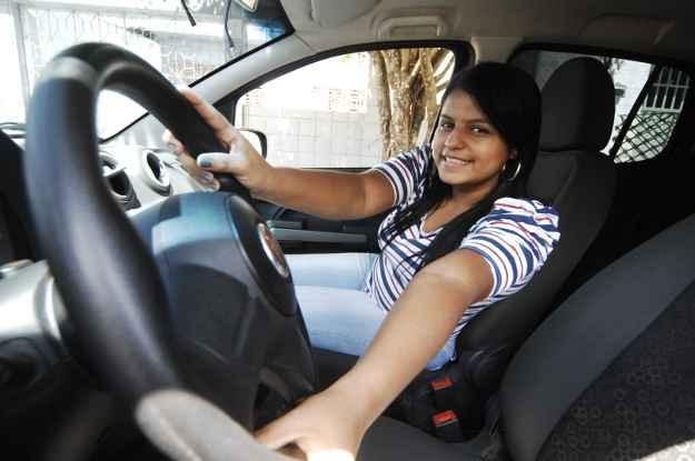Erika gastou R$ 500 para tirar a primeira carteira de motorista (Annaclarice Almeida/ DP/ D.A Press)