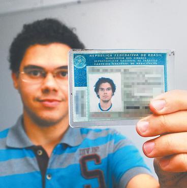 Arlindo acredita que seria um motorista melhor se tivesse mais pr�tica (Julio Jacobina/ DP/ D.A Press)