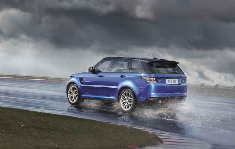 Performance do motor 5.0 V8 é pura emoção - Land Rover/divulgação