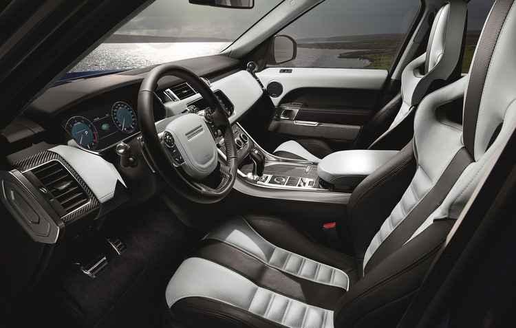 Cockipt aparenta o interior de um avião e bancos podem ter cor personalizadas - Land Rover/divulgação
