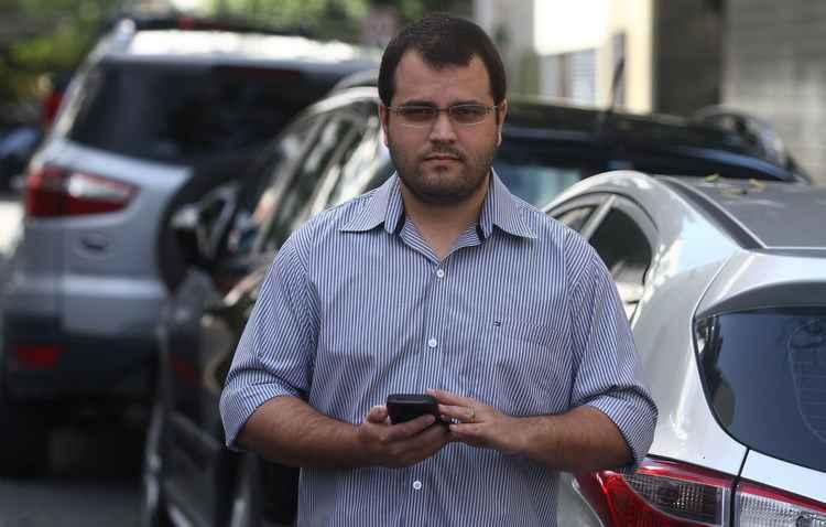 Saulo bateu o carro enquanto conferia o Watsapp - Julio Jacobina/DP/D.A PRESS
