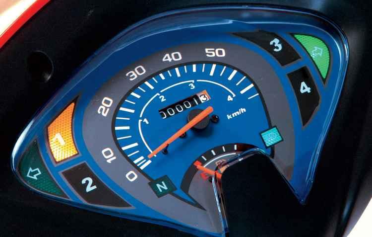Painel com mostrador de marcha digital, hodômetro e marcador de combustível  - Traxx/divulgação