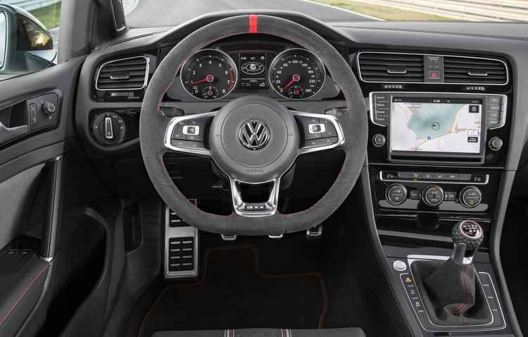 Detalhes da versão Clubsport estão presentes no painel, console e volante - Volkswagen/ Divulgação