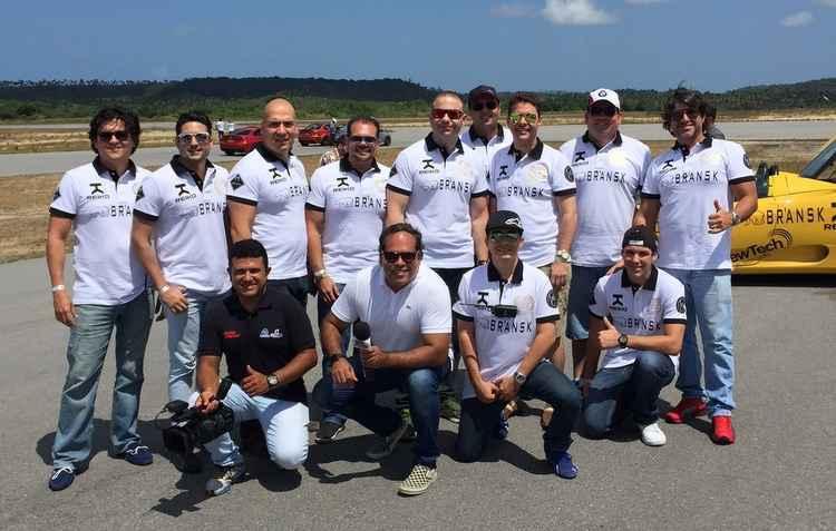 Equipe do Auto Motor Vrum com participantes do circuito  - Jorge Moraes/divulgação