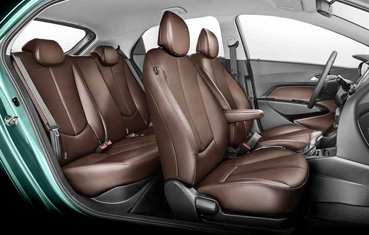 Pacote Dark Brown inclui bancos, painel das portas dianteiras e manopla de câmbio em couro marrom - Hyundai/divulgação
