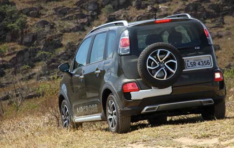 Mesmo estiloso, estepe traseiro dificulta acesso ao porta-malas do carro  - Marlos Ney Vidal/EM/D.A Press