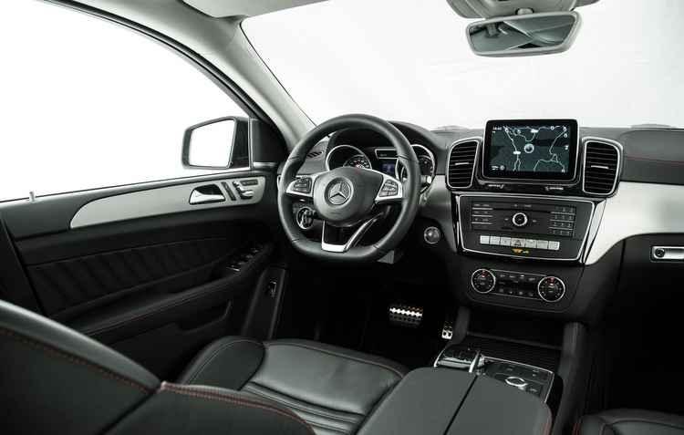 Por dentro, o GLE transmite conforto e elegância - Mercedes / Divulgação
