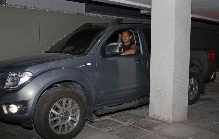 Geraldo Correia (foto) é dono de uma Frontier e a estaciona em um espaço extremamente pequeno, o sensor é o seu salvador  - Roberto Ramos/DP/D.A Press