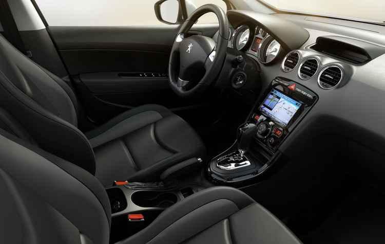 Por dentro, conforto e boa dirigibilidade garantida também pelo câmbio de seis marchas - Peugeot/Divulgação