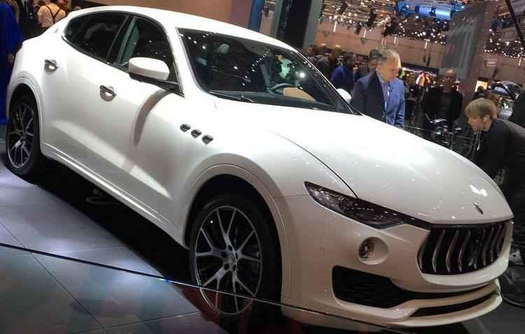 O exemplar da Maserati conta com uma grade frontal bem pronunciada e quatro saídas de escapamento na traseira - Kris Guercioni / Divulgação