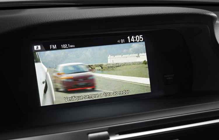 Tela i-MID mostra imagens da câmera externa - Honda / Divulgação