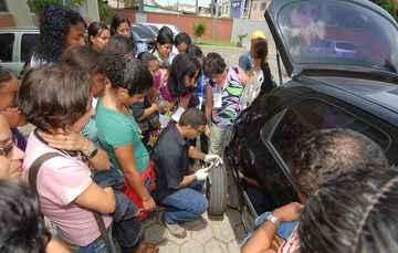 A Volkswagen oferece curso gratuito de mecânica para mulheres - Julio Jacobina / DP