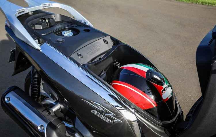 Porta-malas comporta capacete fechado - Honda / Divulgação