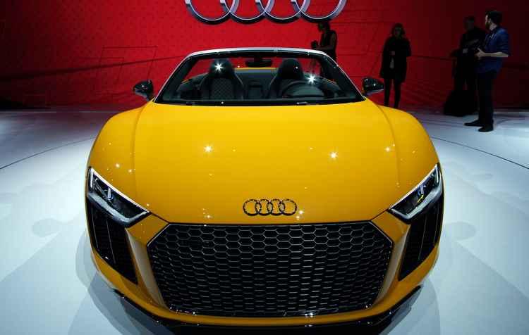 Esportivo Audi R8 Spyder faz 0 a 100 km/h em 3,7 segundos - Jewel Samad / AFP