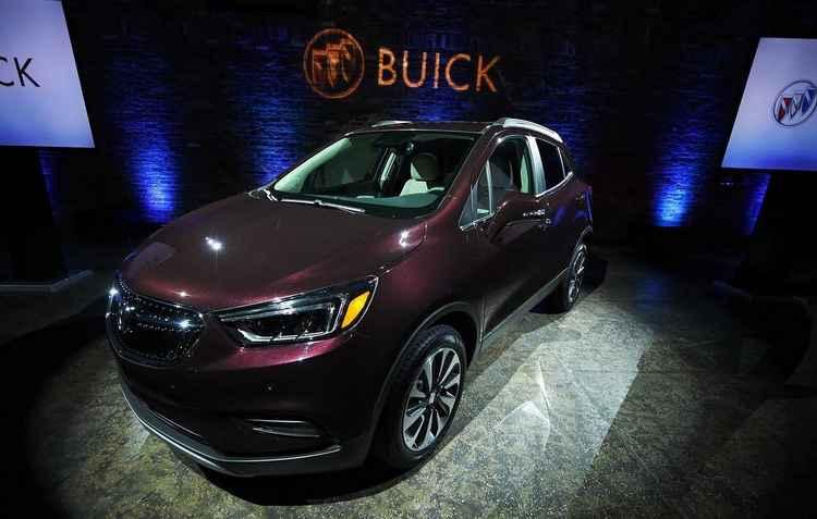 A Buick exibe no salão a nova versão do Encore, SUV - Jewel Samad / AFP