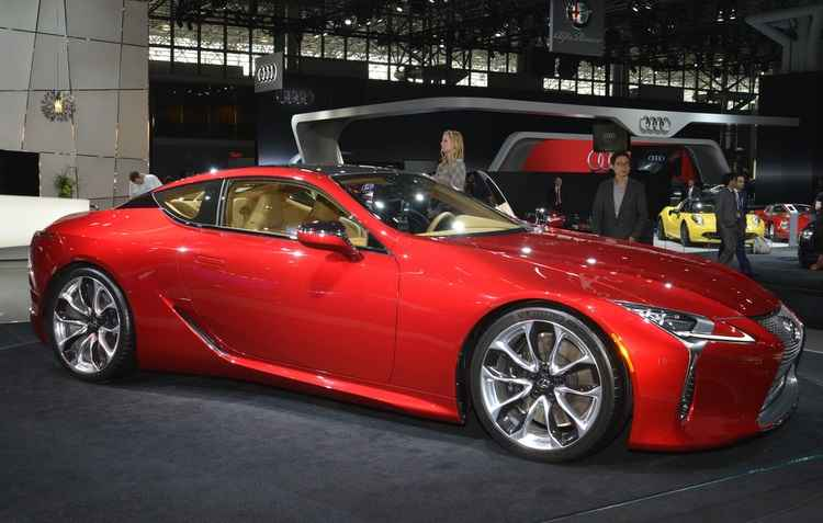 O híbrido LC500 foi exibido pela Lexus com uma transmissão de dez velocidades automática e marca a mudança da empresa em processos de engenharia e design - Joint Photographic Experts Group / Divulgacao