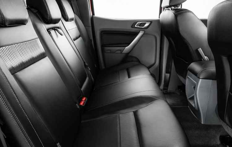 Central multimídia com GPS, bancos de couro e ar condicionado automático bi-zone - Ford / Divulgação