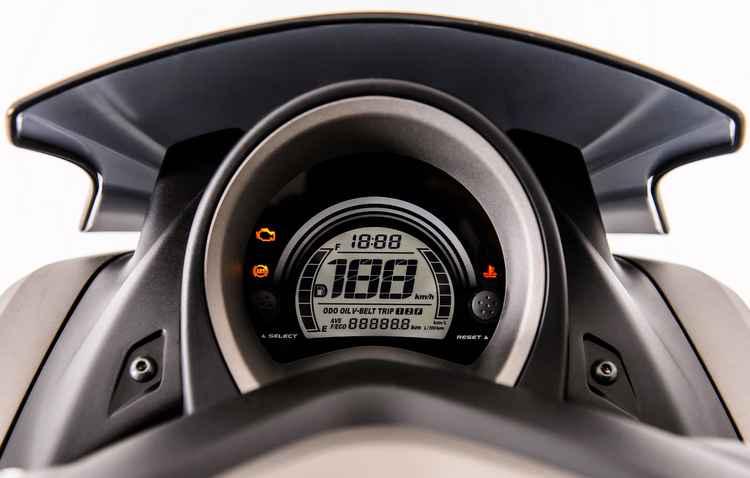 Painel em LCD com lente anti-reflexo - Yamaha / Divulgação