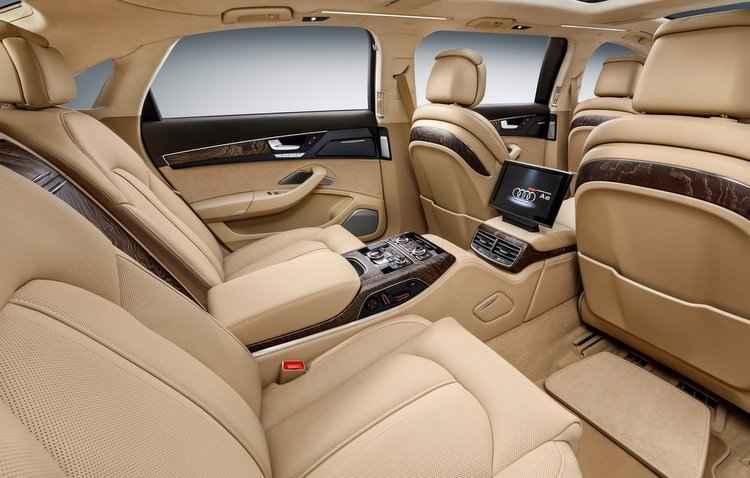 Terceira fileira conta com um console central e sistema de entretenimento - Audi / Divulgação