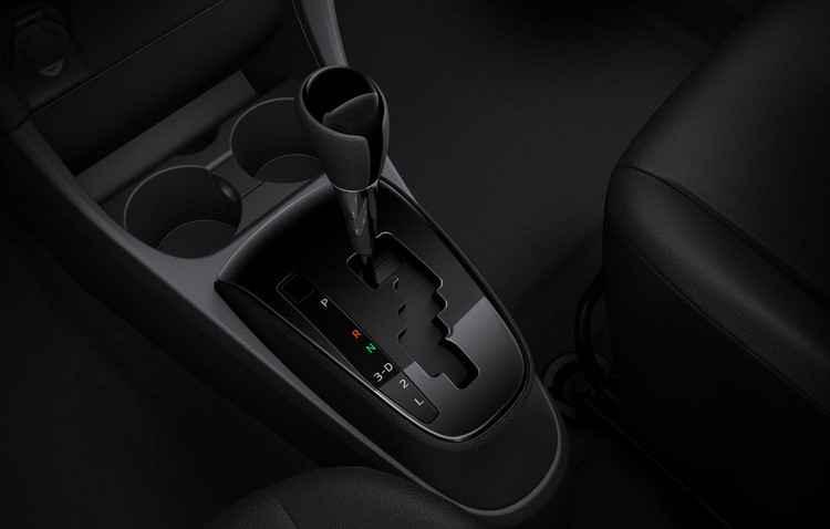 A grande novidade é chegada da transmissão automática (com quatro marchas), disponível para todas as versões por R$ 3.500 - Toyota / Divulgação