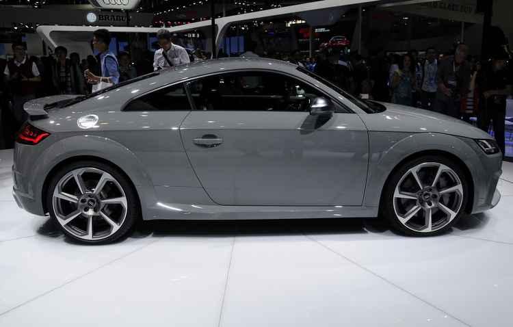 O novo Audi TT RS abriga o mesmo motor 2.5 turbo do modelo RS3, mas agora irá desenvolver 395 cv %u2013 antes eram 362 cv - Joint Photographic Experts Group / Divulgação