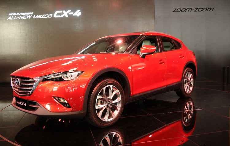 Mazda revelou o elegante CX4; Uma versão de produção do conceito Koeru que estreou no Salão do Automóvel de Frankfurt 2015  - Joint Photographic Experts Group / Divulgação