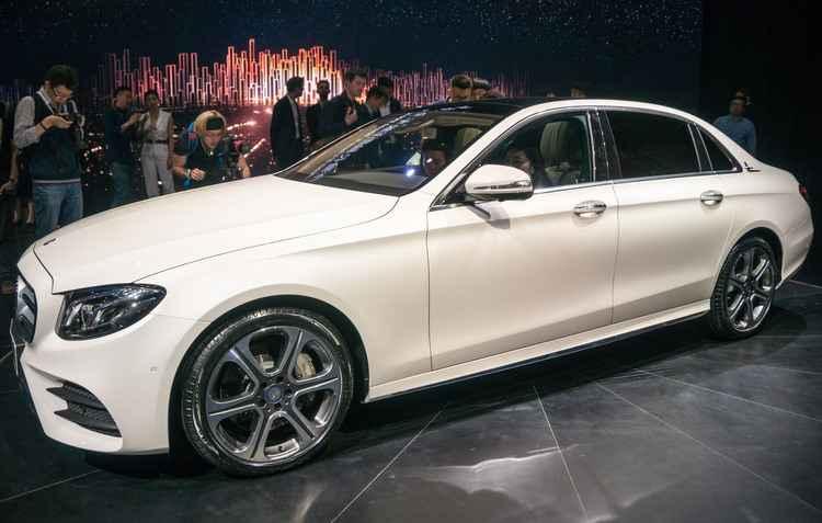 A Mercedes-Benz apresentou o Class-L, que com um novo visual e algumas das tecnologias mais avançadas, é o carro da nova geração da marca  - Joint Photographic Experts Group / Divulgação