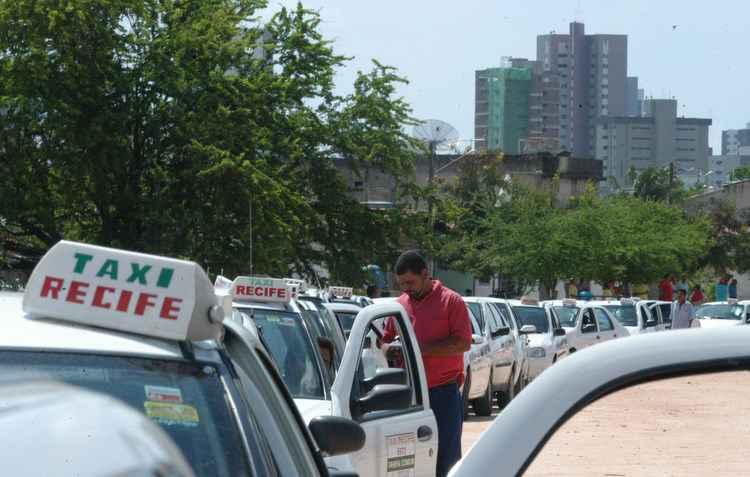 Para taxistas, conquistar o cliente é o ponto chave - Alcione Ferreira / DP