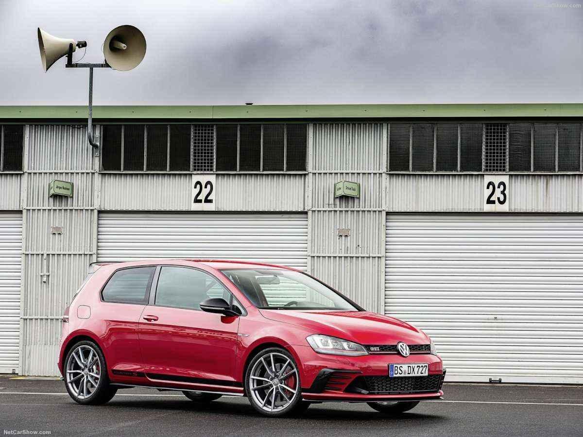 Hatch vai de 0 a 100 km/h em 5,8 segundos e atinge a velocidade máxima de 260 km/h - Volkswagen / Divulgação