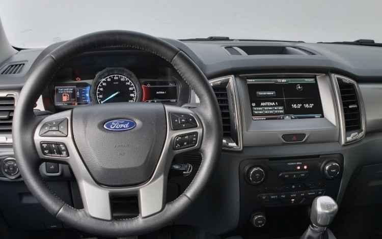 Sistema de conectividade SYNC com tela de 4,2 polegadas, Bluetooth e comando de voz para áudio e telefone - Ford / Divulgação