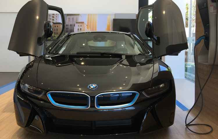 Showroom da BMW no Recife supera a concessionária antiga da montadora em Santo Amaro - Jorge Moraes / DP