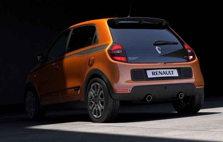Subcompacto vem com rodas de 17 polegadas, entradas de ar laterais e pedais revestidos de alumínio - Renault / Divulgação