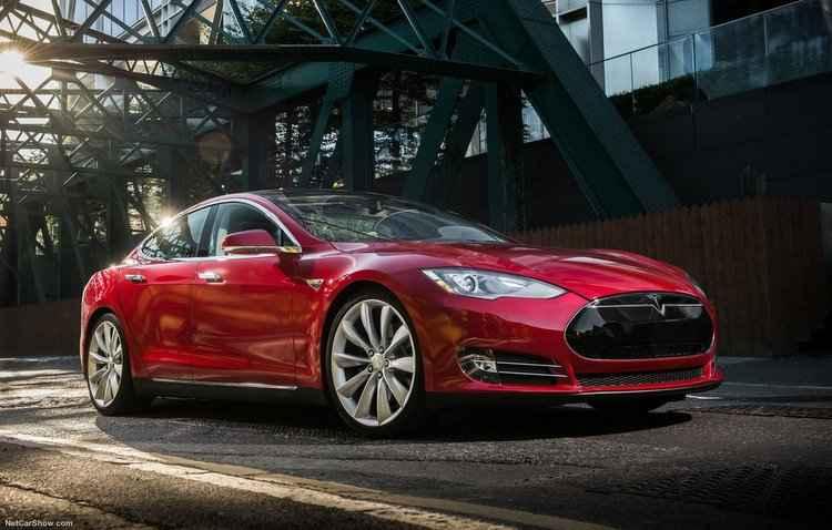 Motorista havia feito um video elogiando a função piloto automático do carro em abril - Tesla / Divulgação