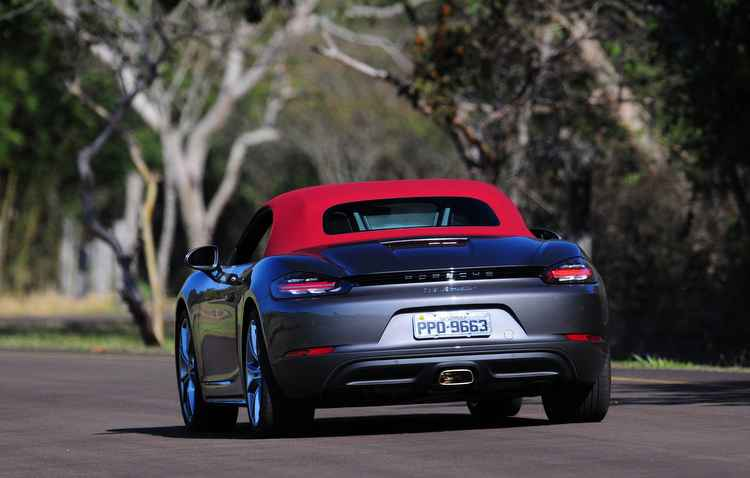Em comparação à geração anterior, o carro ganhou 35% a mais de potência - Porsche / Divulgação