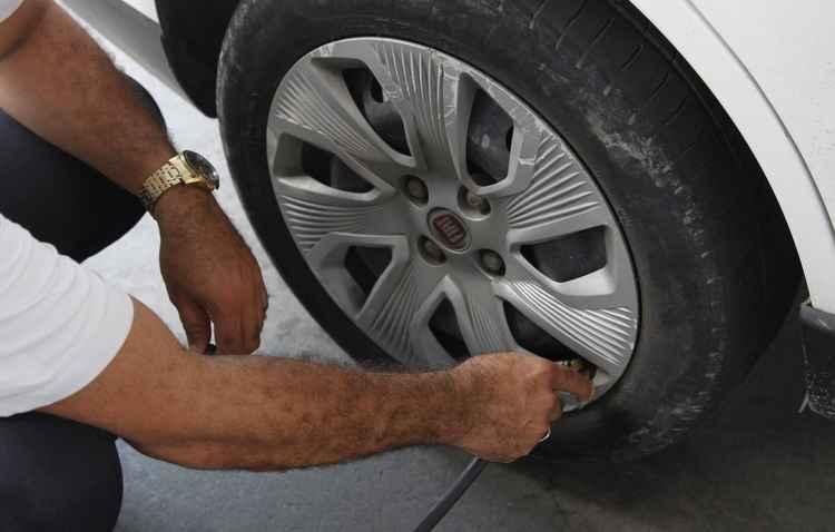 Pneus calibrados fazem o carro gastar menos - Ricardo Fernandes / DP