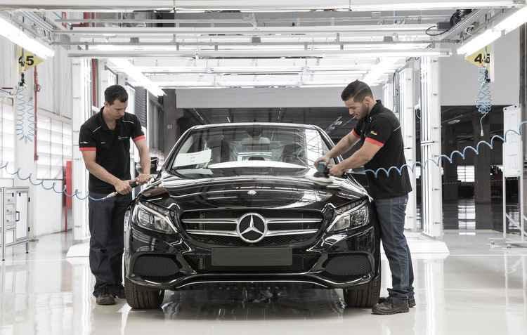 Produzido na nova fábrica da marca em São Paulo, o sedã C180 começa a ser vendido no valor de R$ 146 mil  - Mercedes-Benz / Divulgação