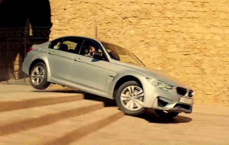 BMW M3 aparece no longa Missão: Impossível, Nação Secreta (2015) descendo uma escadaria e saltando de marcha ré - BMW/Divulgação